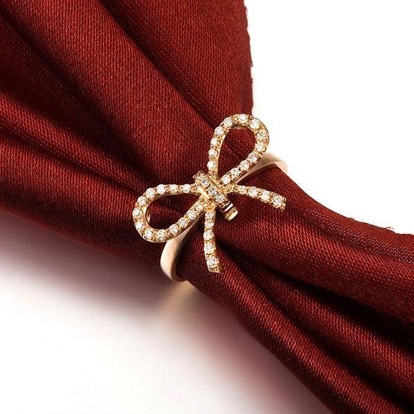蝴蝶-玫瑰金钻戒,束丝巾搭配也美