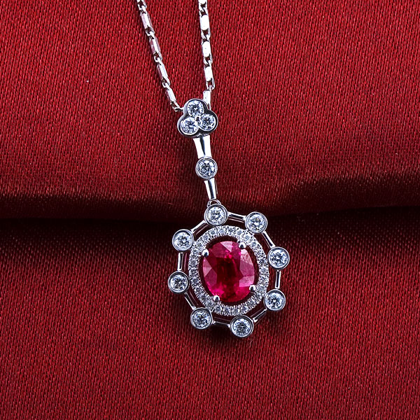 佐卡伊 梅花三弄 18K白金1.1克拉红宝石钻石吊坠
