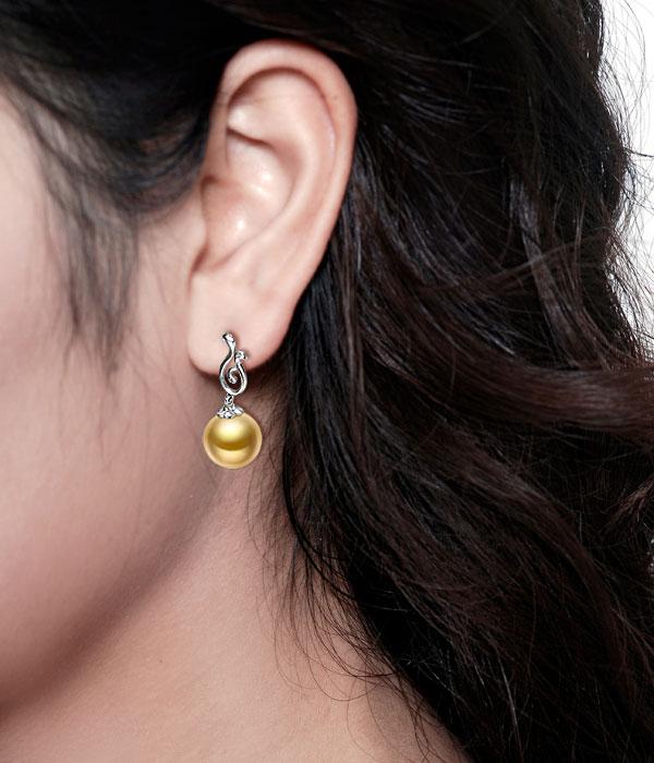 白18K金南洋金珠耳坠,珍珠金色,正圆形,高光泽,直径10-11mm,