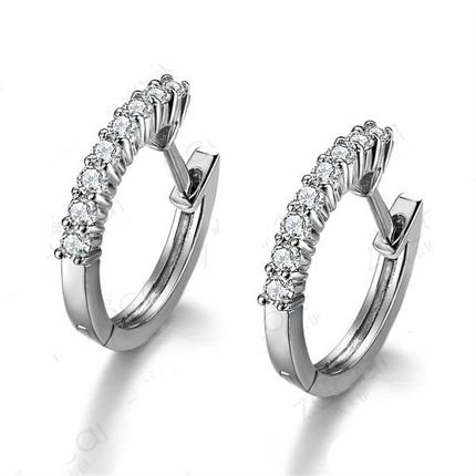 【爱之光】 白18k金0.30 克拉钻石耳环