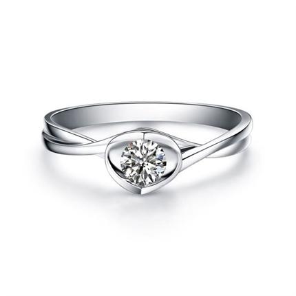 【浪漫的心】 白18k金女士求婚订婚钻石戒指