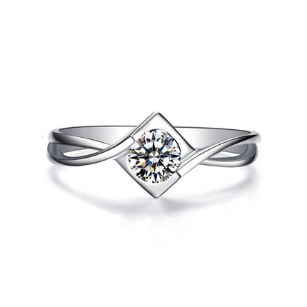 【爱的心吻】 白18k金钻石女戒