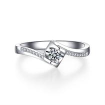 【天使之吻】 白18k金纽臂群镶求婚订婚结婚钻戒