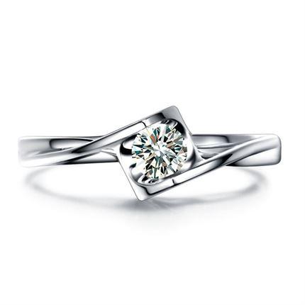 【心之吻】 白18k金0.19克拉钻石戒指