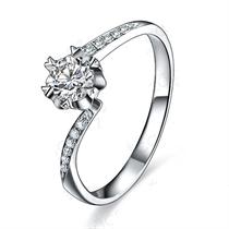 【萌动的爱】 白18k金20分/0.2克拉钻石戒指