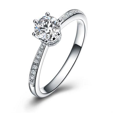 【真爱皇冠】 白18K金钻石女士戒指  新款首发