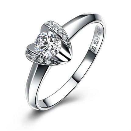 【心之吻】豪华版 白18k金钻石女士戒指