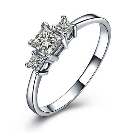 【爱的表达】 白18K金公主方形钻石密斯戒指