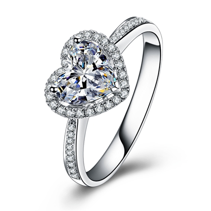 【怦然心动】 白18K金心形钻石戒指结婚钻戒