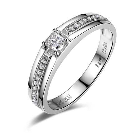 【爱在光耀】 白18K金钻石戒指