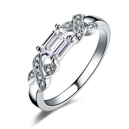 【流转光辉】 白18K金钻石女士戒指