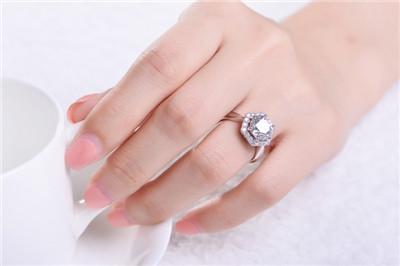 钻石有什么美好的寓意  佩戴钻石代表的美好意义