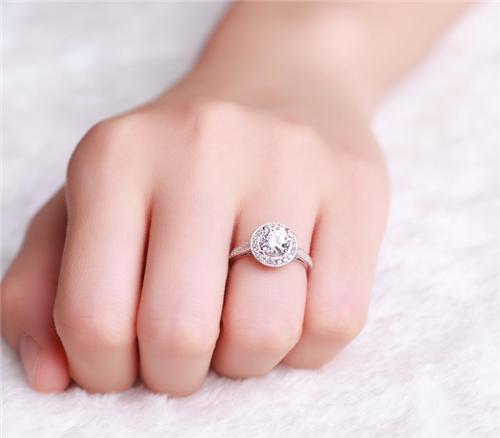 女的结婚戒指戴哪个手指 女的结婚戒指戴哪只手