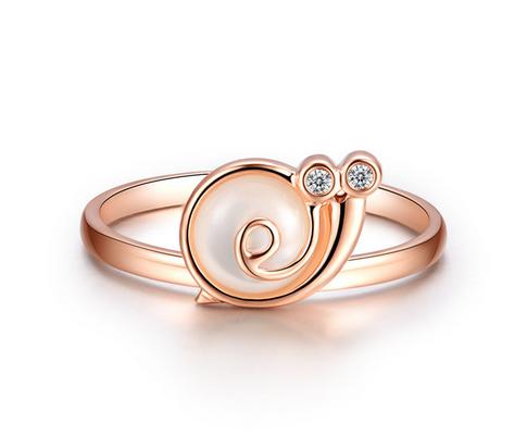 订婚戒指和求婚戒指有什么不同 订婚戒指与求婚戒指代表什么