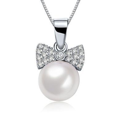 珍珠项链守护最漂亮的你