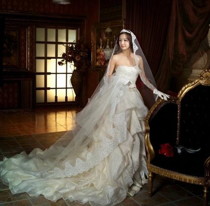 小胸的新娘应该选择什么婚纱