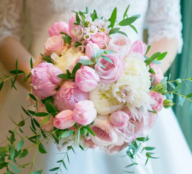 新娘手捧花要怎么扔