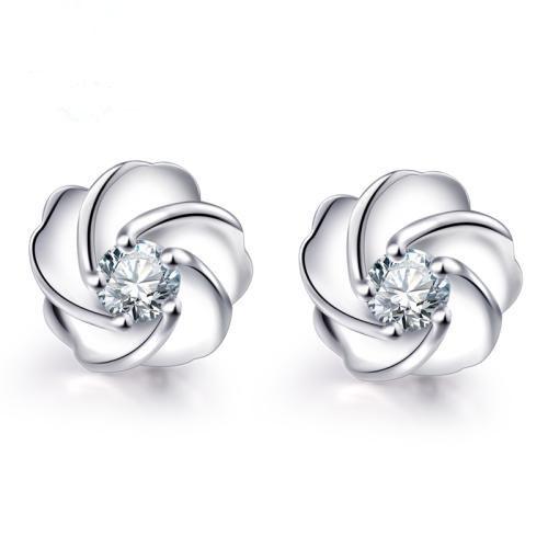 钻石耳钉璀璨明亮