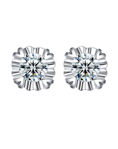 从钻石耳钉图片看你适合哪种耳钉