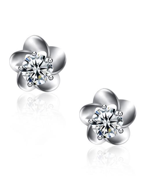 铂金钻石耳钉佩戴