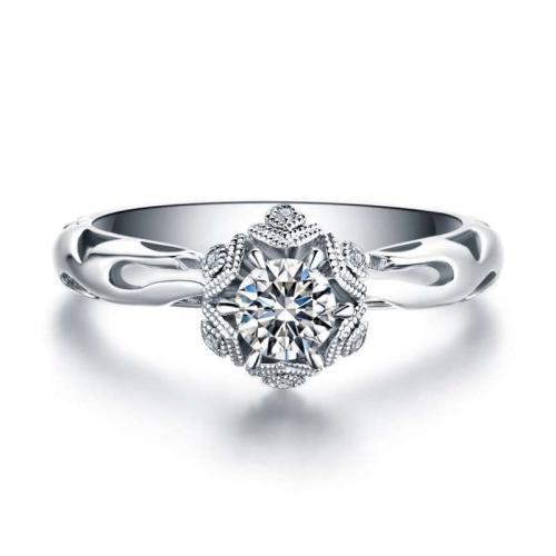 职业女性要怎样搭配钻石首饰