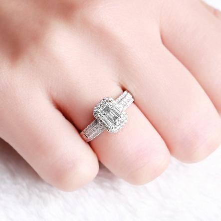 祖母绿形钻石戒指_祖母绿形钻石戒指怎么样