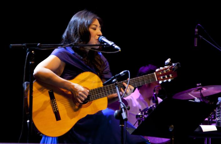 佐卡伊冠名小野丽莎演唱会 演绎玫瑰人生