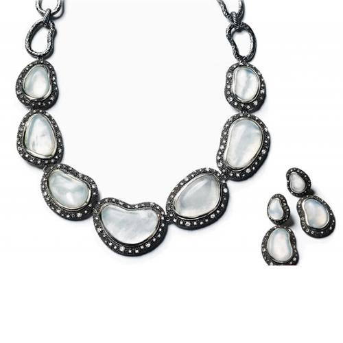 专属华丽:坚硬珠宝呈现华贵之美