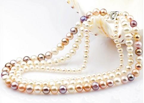 优雅珍珠的时尚佩戴二