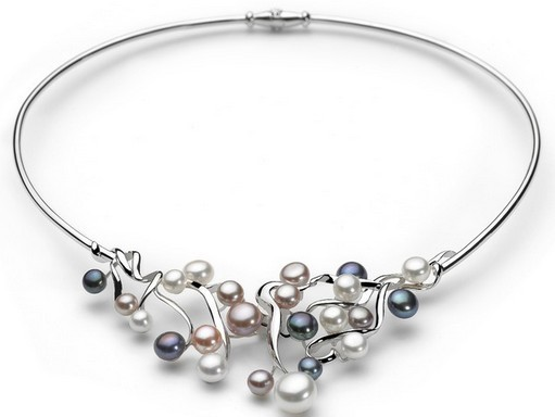 优雅珍珠的时尚佩戴三
