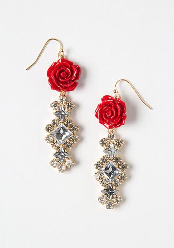 8款适合春夏婚礼季的娇艳珠宝八