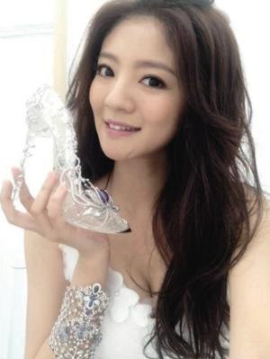 周大福迪斯尼公主系列珠宝之水晶鞋一
