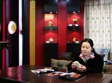 安徽宝瑞源珠宝有限公司董事长张亚丽女士