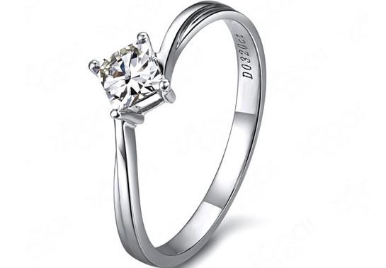 【爱的晨风】 白18K金32分/0.32克拉钻石女士戒指