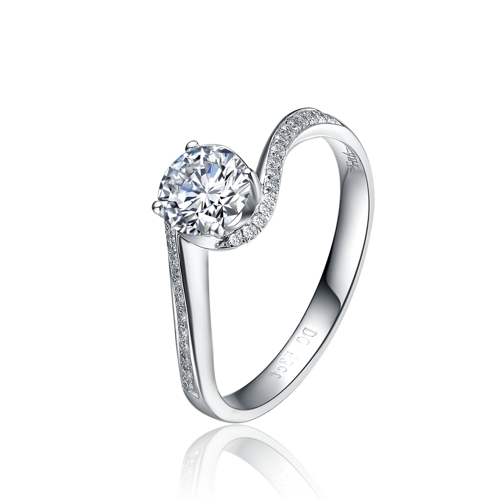》》点击进入【飞雪】 白18K金40分/0.4克拉钻石女士戒指