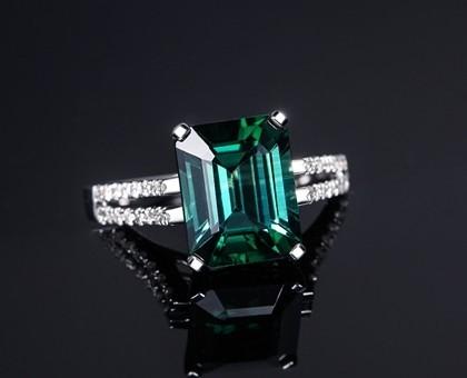 【女王】 绿碧玺3克拉白18K金女士戒指