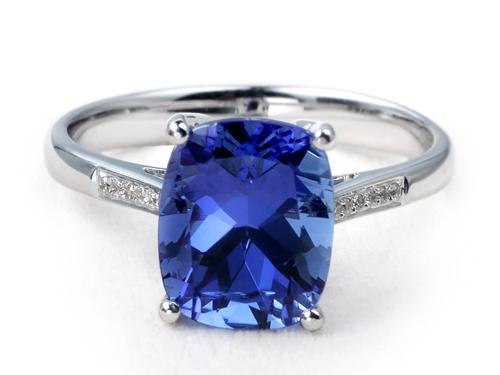 坦桑石戒指款式推荐