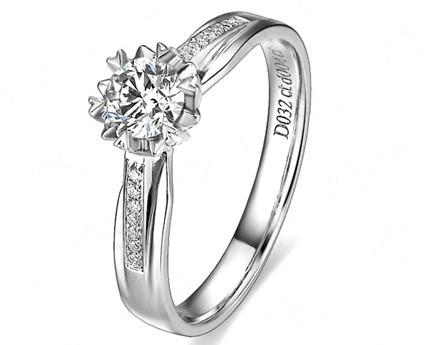 【爱的光晕】 白18K金32分/0.32克拉钻石女士戒指