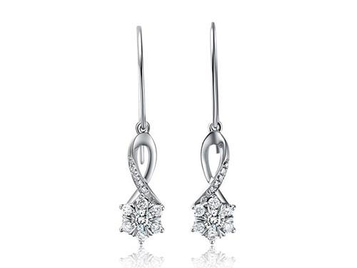 周大福钻石耳环-璀璨星形