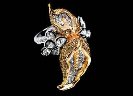 著名珠宝设计师万宝宝 个人简介_设计_作品         万宝宝设计风格