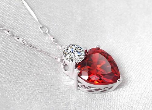 925纯银项链 女石榴红晶石吊坠项坠 可爱心形时尚银饰品 生日礼物