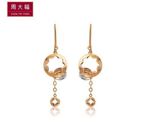 周大福K-gold系列镂空双色18K金耳环E 108919