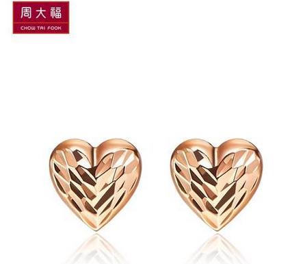 周大福时尚大方心形18K玫瑰金耳环E 107677