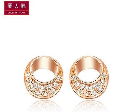 周大福逸彩系列之微光闪耀18K玫瑰金钻石耳钉U 133544