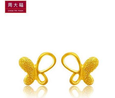 【新品】周大福蝴蝶花形黄金耳环(工费:48元 计价)F 174523