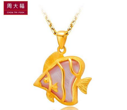 周大福自然精灵系列Q版热带鱼形定价黄金吊坠R 9364