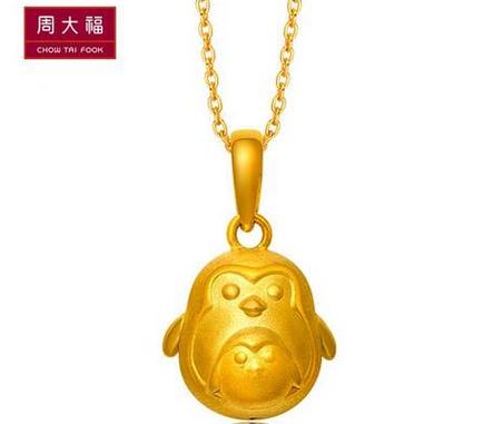 「网络专款」周大福奇奇系列企鹅黄金吊坠CR 555