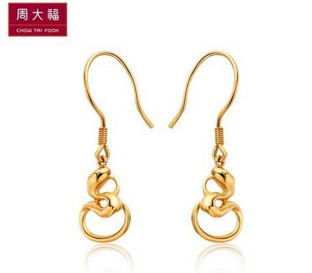 周大福时尚优雅十二生肖蛇18K金耳环E 109656