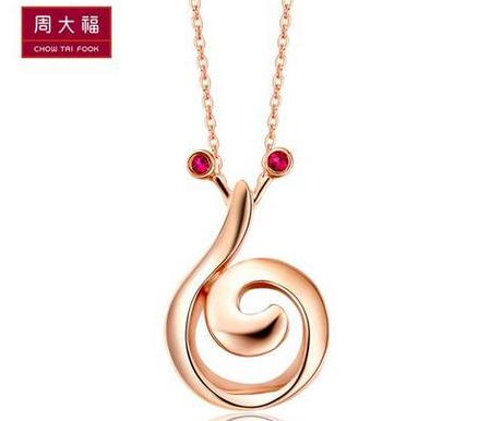 【新品】周大福蜗牛的希冀10K玫瑰金红宝石吊坠NX163