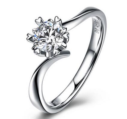 佐卡伊45分白18k金戒指心形六爪钻戒钻石结婚戒指女戒珠宝 纯粹